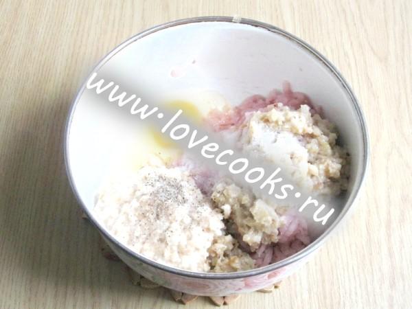 Додати яйце, сіль і перець