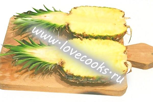 Фруктовий салат в ананасі