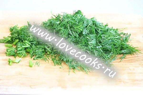 Холодний зелений борщ з огірками