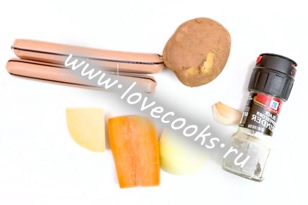 Інгредієнти для картопляної запіканки з сосисками
