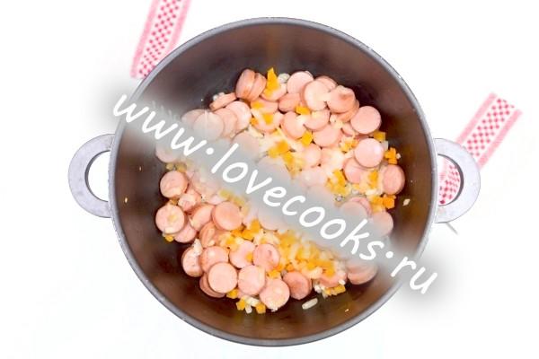 Обжарка з овочів з сосисками