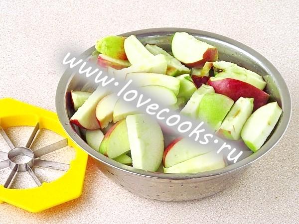 Компот з яблук і кизилу
