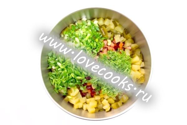 Овочевий салат із солоним огірком