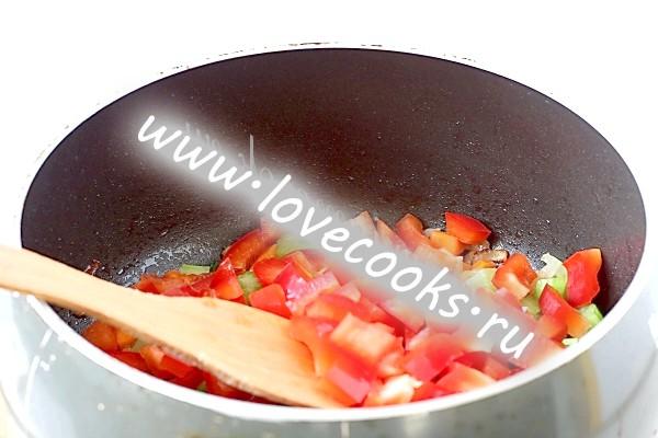 Обжарка овочів в сковороді