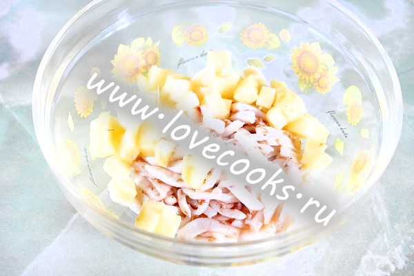 Салат з кальмарів з ананасом