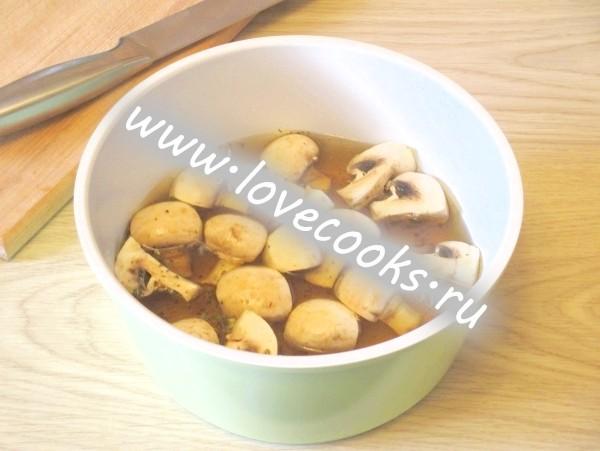 Салат з грибами і ананасами