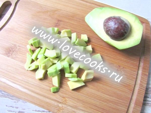 Салат з креветками, авокадо і чері