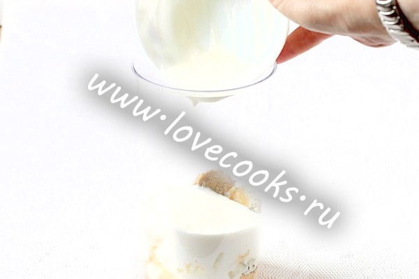 Влити йогурт
