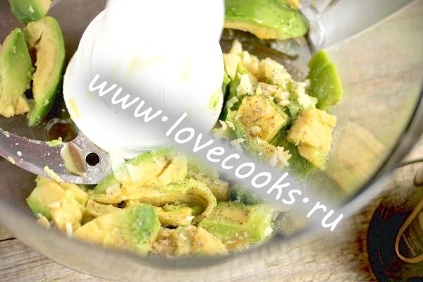 Соус з авокадо з часником