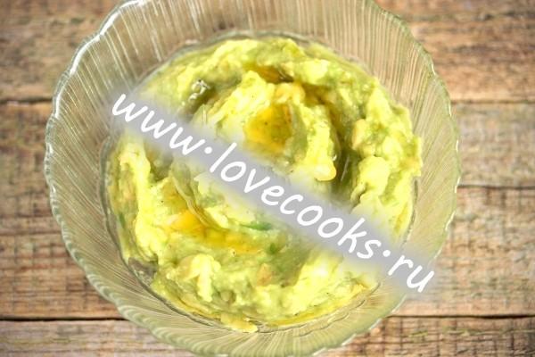 Фото соусу з авокадо з часником