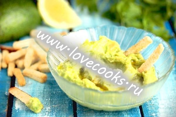 Рецепт зеленого соусу з авокадо з часником