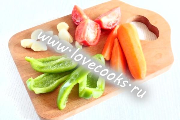 Свіжі овочі для соусу