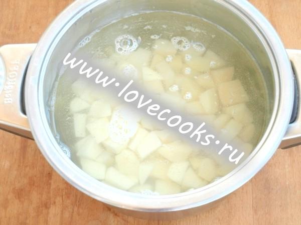 Суп з печерицями та плавленим сиром